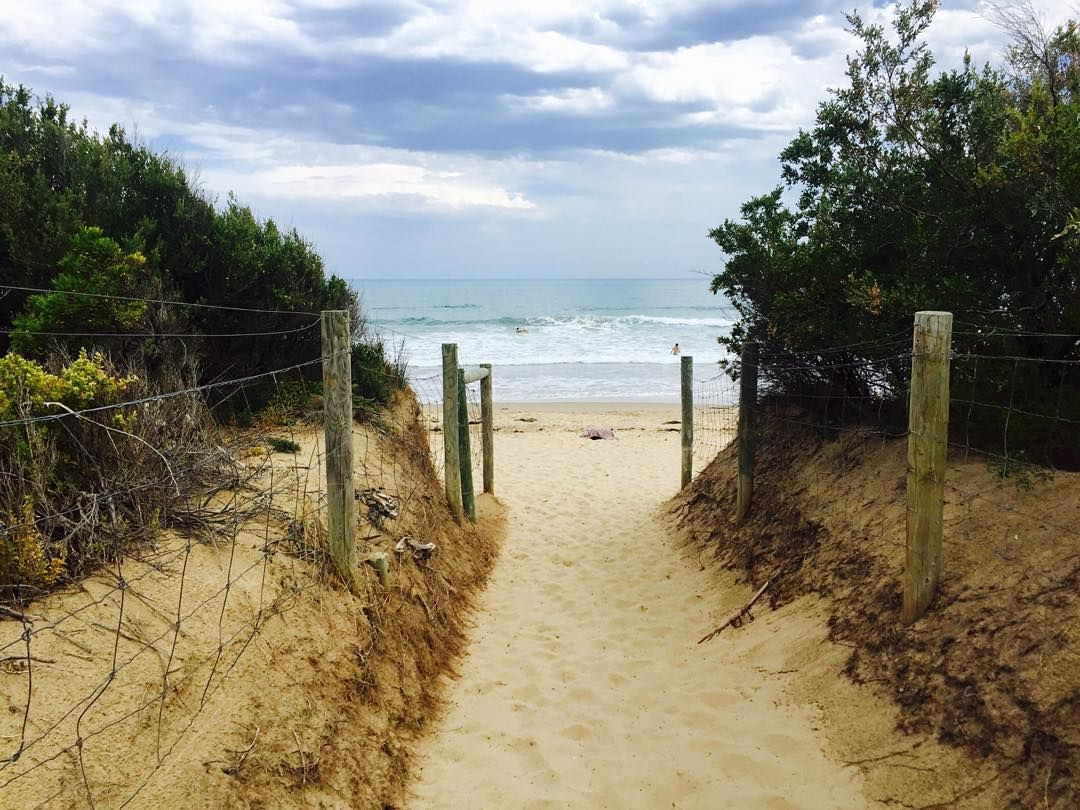 #beach #easternview #greatoceanroad #summer #beautifulbeach #simplethings #vacation #ocean #beautifuldestinations #holiday #daytrip #zen #tranquility by _chiiveechii_