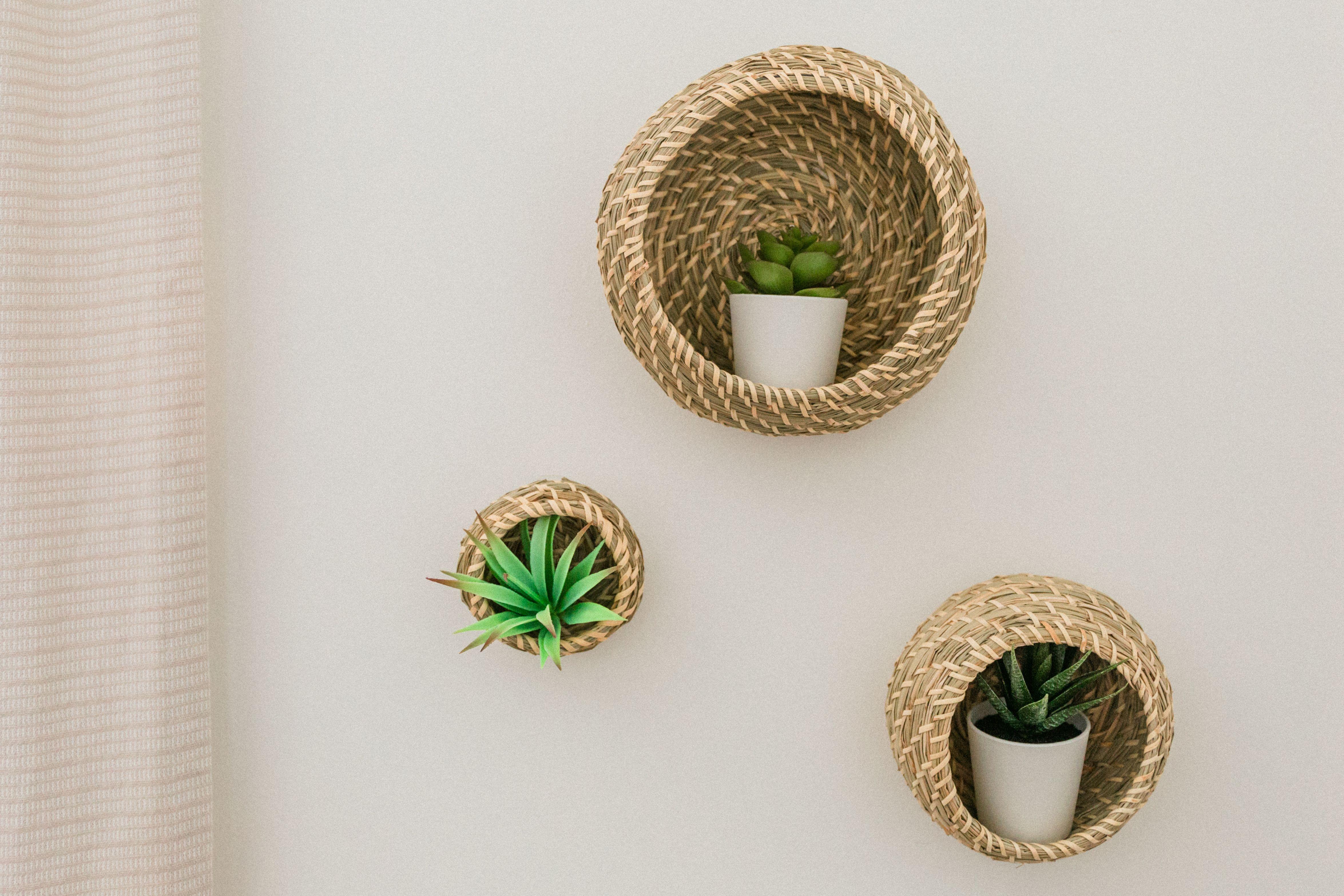 Just Two Genius Ways To Use These Popular Ikea Baskets Hunker Muurdecoratie Ikea Hack Decoratie