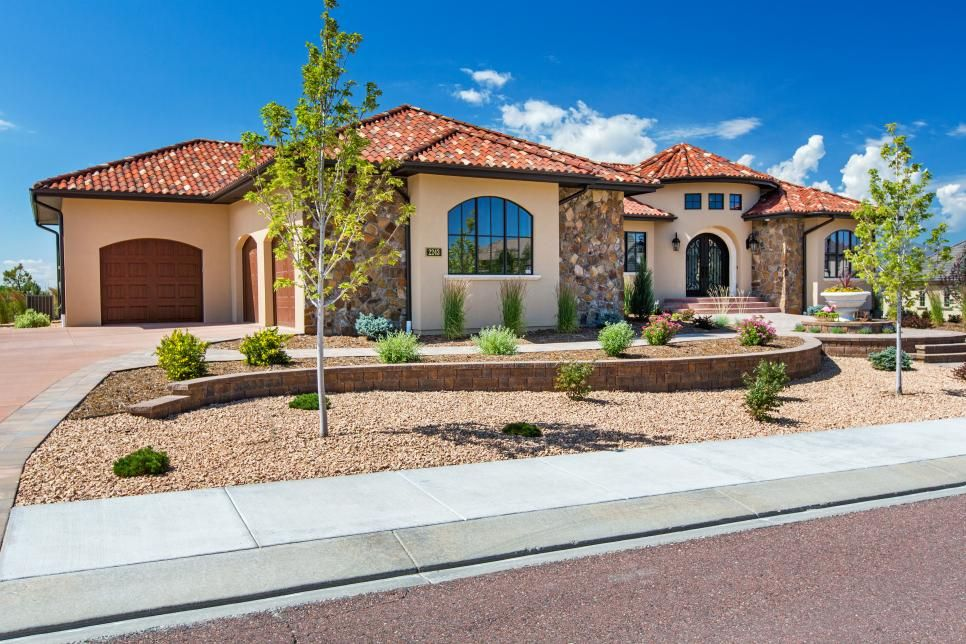 Xeriscaping And Drought Resistant Plantings Create Stunning Curb Appeal For This Colorado Home The Sou Southwestern Home Curb Appeal Stucco And Stone Exterior