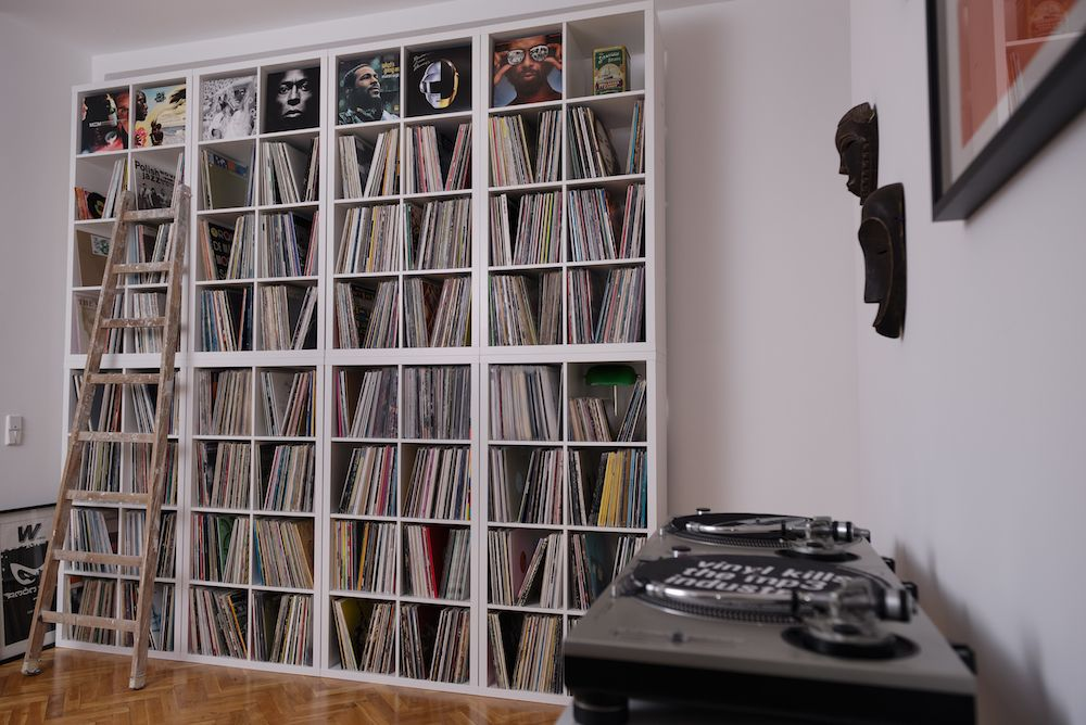 home grown a berlin crate digger with a bespoke sound system living rooms pinterest. Black Bedroom Furniture Sets. Home Design Ideas