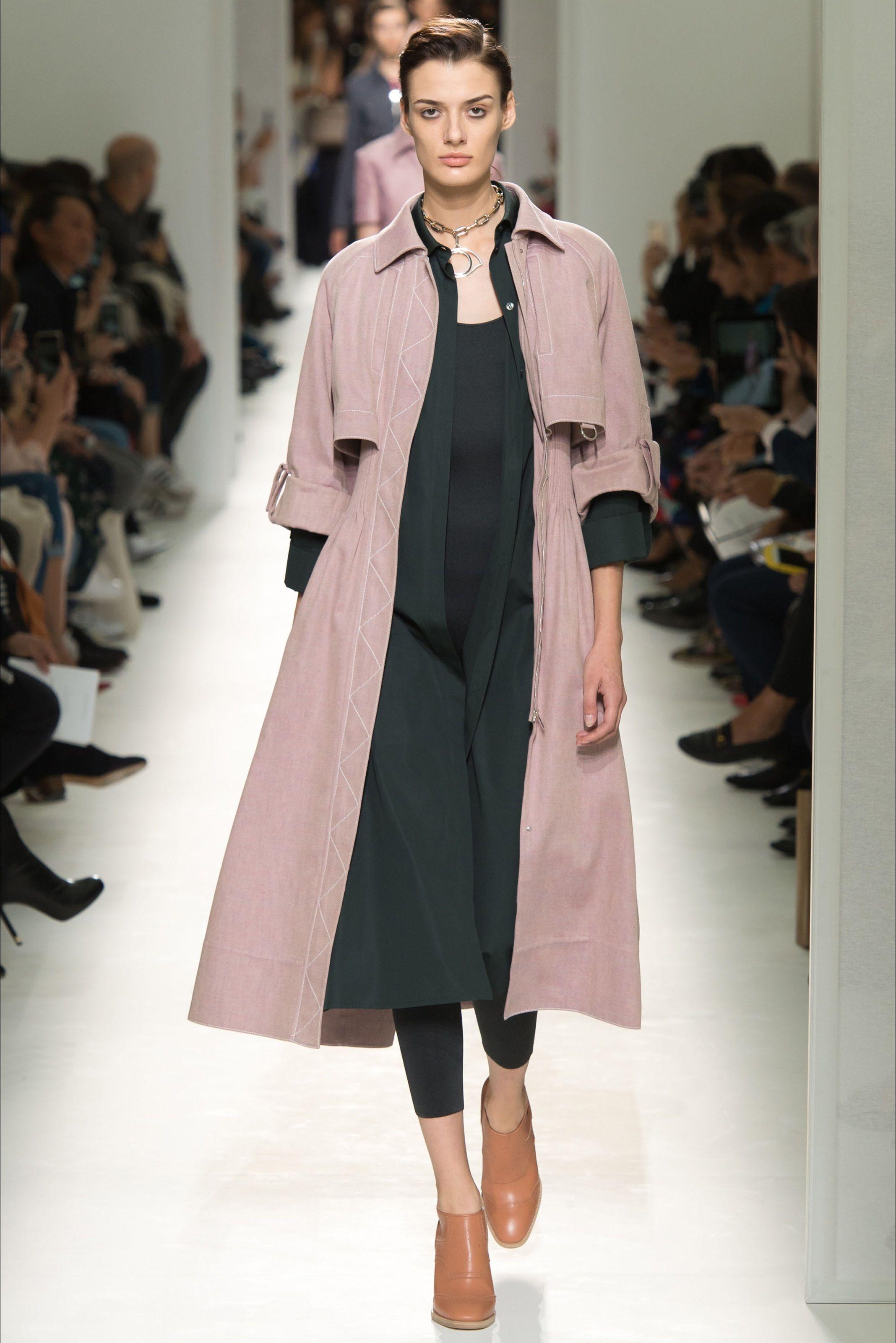 7ff8cf94dd3 Sfilata Hermès Parigi - Collezioni Primavera Estate 2017 - Vogue ...