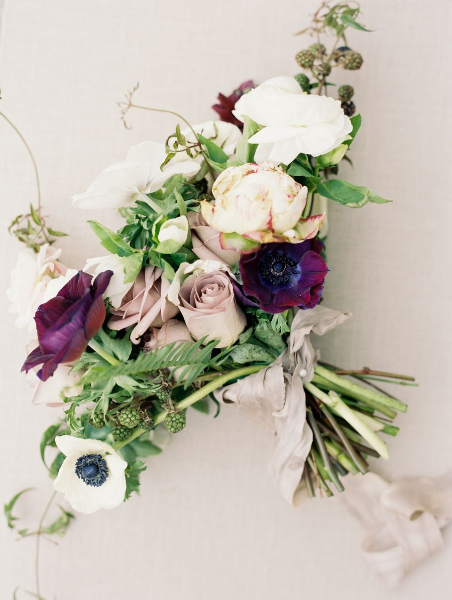 moody bouquet | Photography: Winsome and Wright