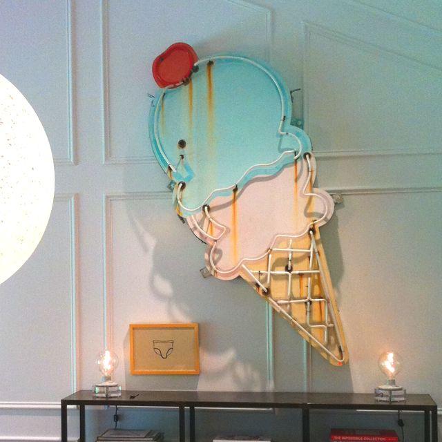 emploi des couleurs pastels et du neon glacier. Black Bedroom Furniture Sets. Home Design Ideas