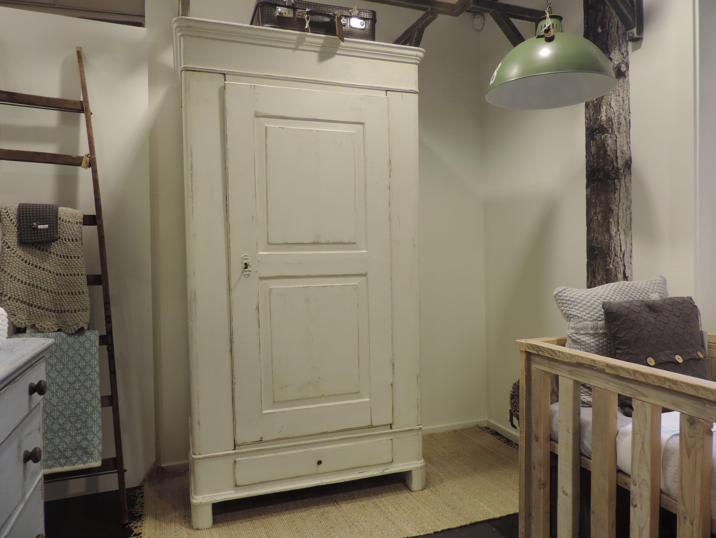 1 Deurs Kast : Stoere antieke 1 deurs kast in wit. doorgeschuurd en gerestyled
