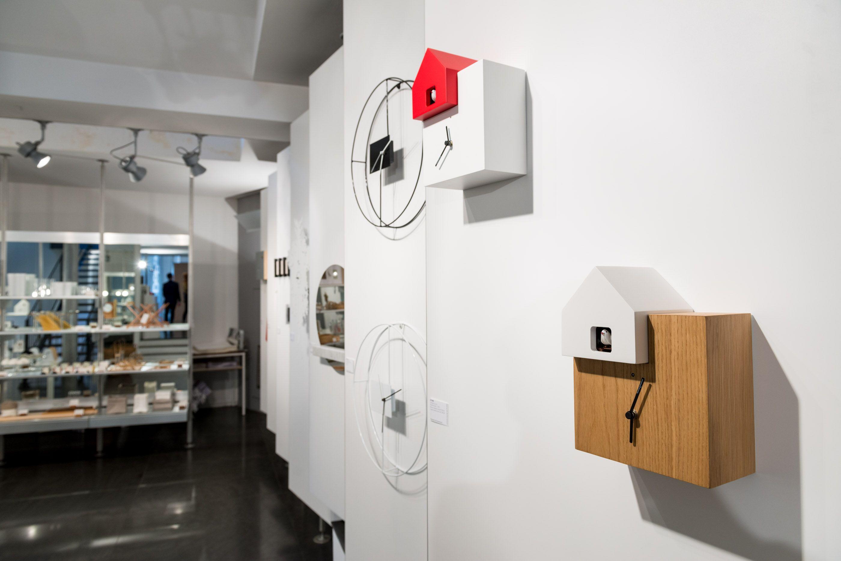 Foto esposizione orologi da parete e da tavolo diamantini for Immagini orologi da parete moderni