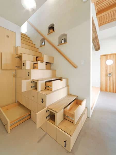 28 intérieurs extravagants à découvrir Escalier gain de place - peinture murale interieur maison