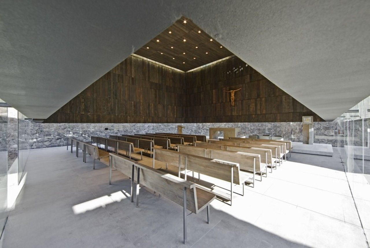 Galer A De Capilla Del Retiro Undurraga Dev S Arquitectos 7  # Muebles Fiotti Cali