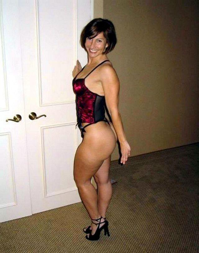 Babe Milf Nude Swinger Women