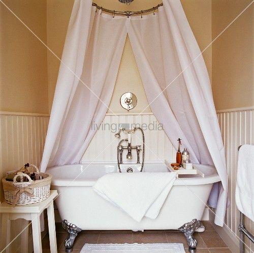 Badewanne Duschvorhang freistehende badewanne mit klauenfüssen und drapiertem duschvorhang