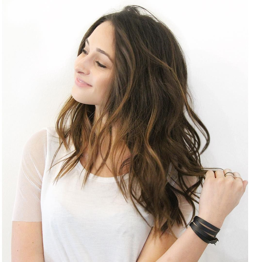 Collarbone Length Medium Brown Hair With Waves Layers And Barely There Balayage Wavy Hairstyles Medium Brown Wavy Hair Medium Brown Hair