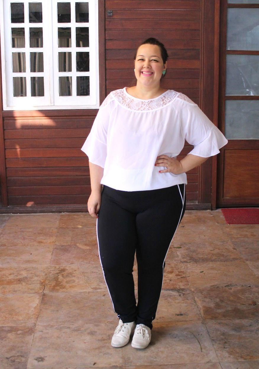 1b972ecc02b8 look plus size calça esportiva blusa branca - GK | Looks da Alinne ...