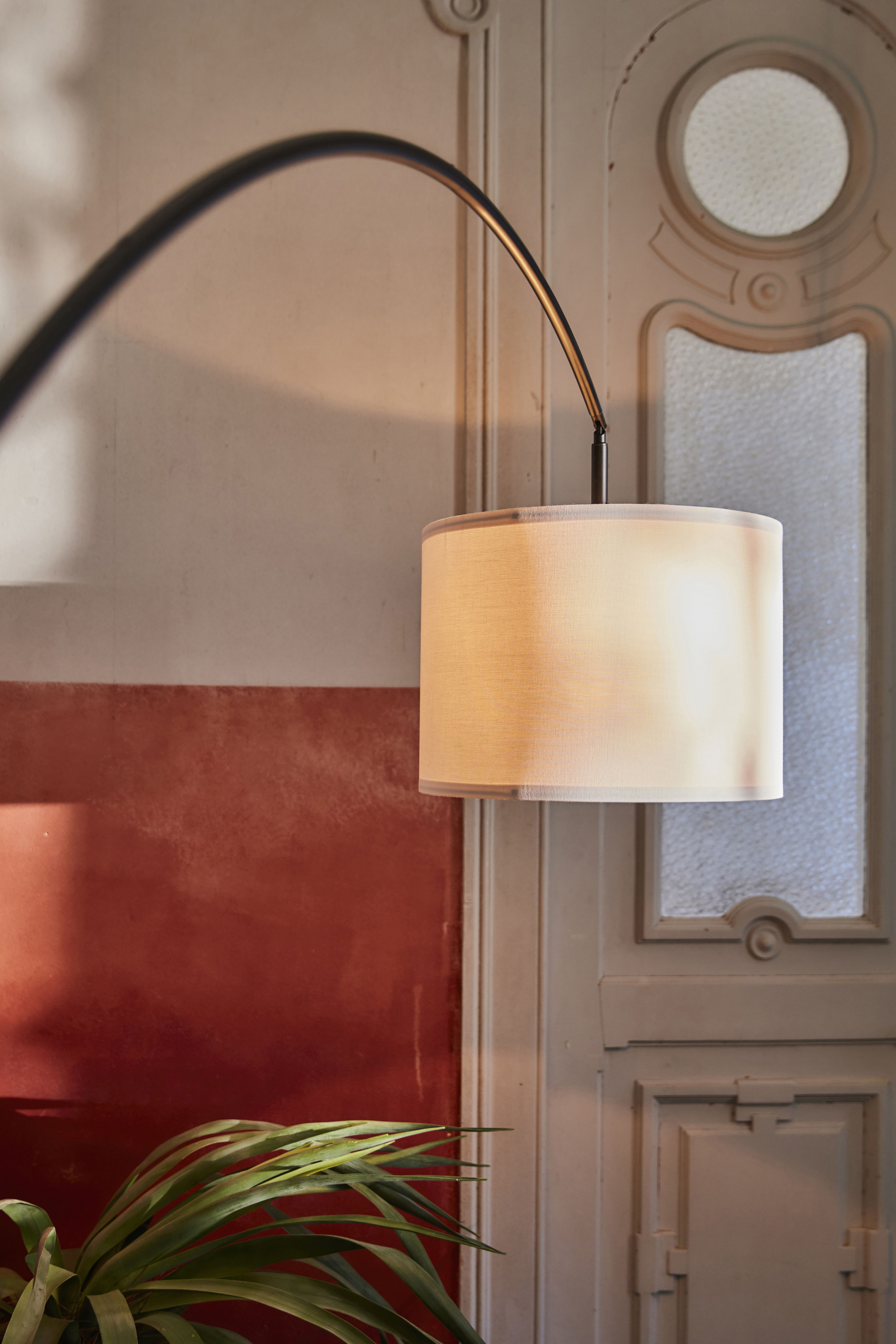 Skaftet Standleuchtenfuss Bogenform Schwarz Ikea Deutschland In 2020 Scandinavian Style Ikea Led Leuchtmittel