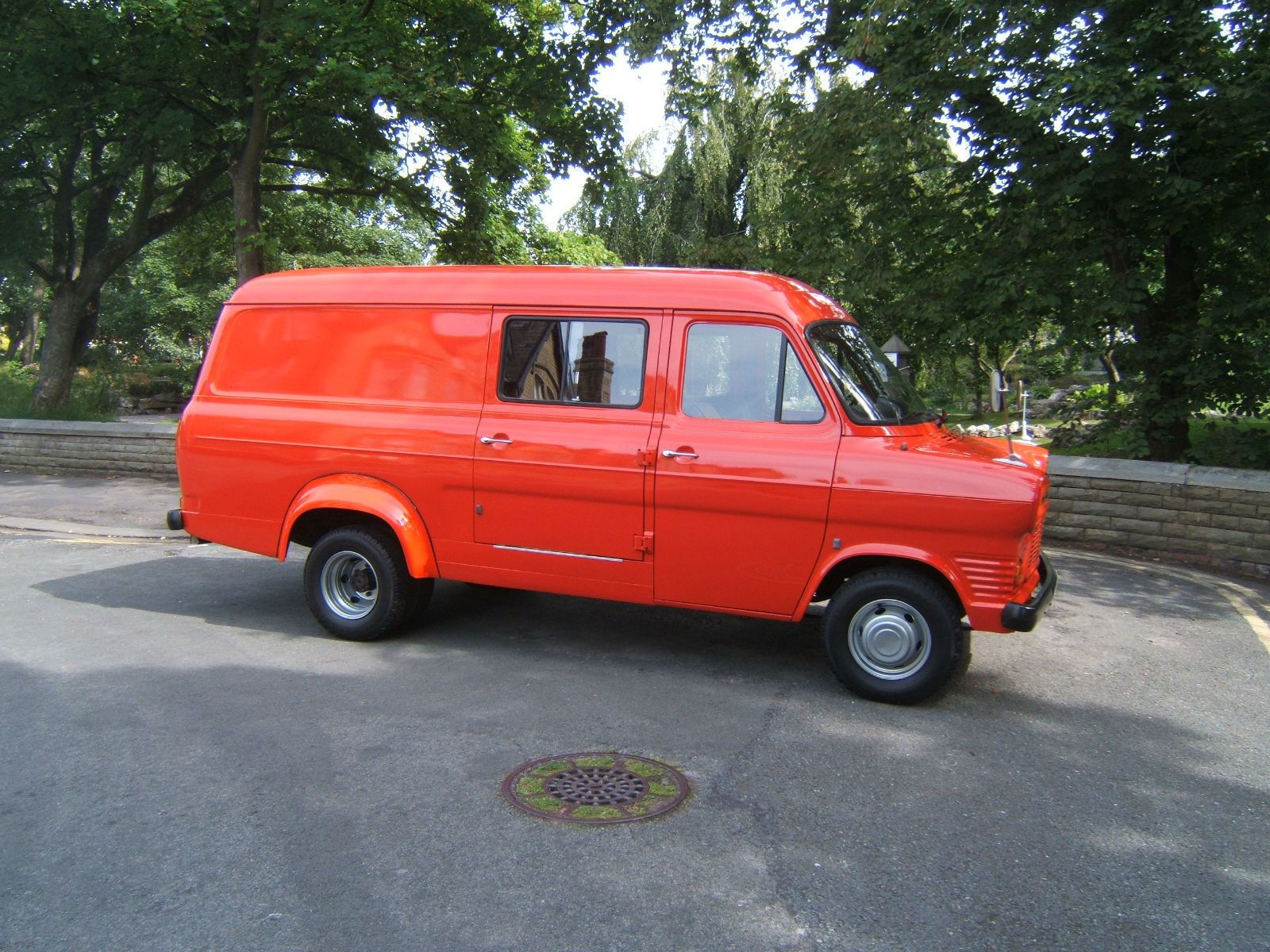 1976 r ford transit mk 1 lwb left hand drive 9500 km twin wheel red