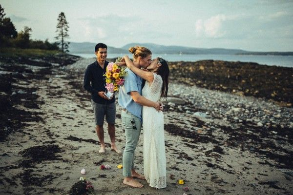 A casual, laid back elopement on a beach in Maine.   Image by Erinwheat Photography
