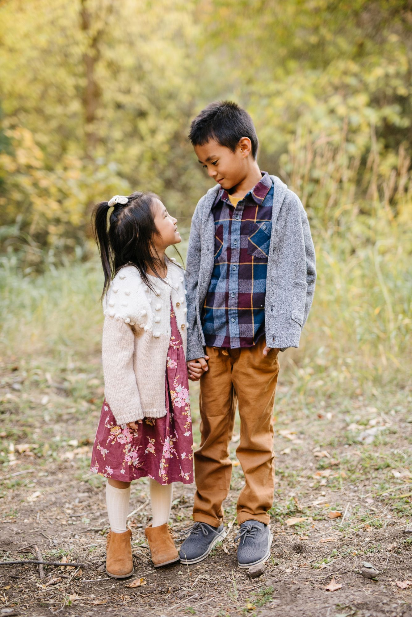 Tips For Choosing Family Photo Outfits #familyphotooutfits