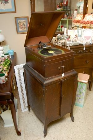 Victor Victrola Antique Phonograph -  at greshamantiques.com - Antiques at Gresham Lake - Raleigh, NC
