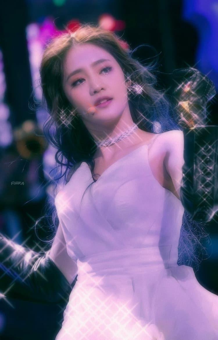 Minnie 90s Edit On We Heart It Kpop Girls Girl Celebrities