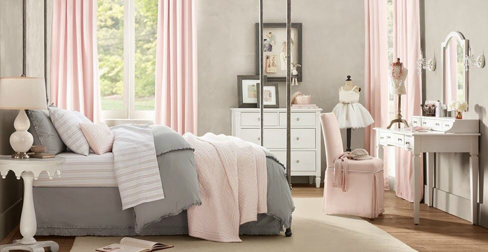 Pink and grey bedroom Chambre dans les tons gris/rose Bedroom