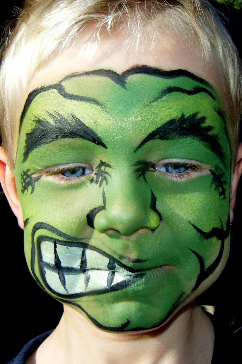Pin By Neith Andriy On Maquillage Batman In 2020 Boy Halloween Makeup Hulk Face Painting Halloween Makeup For Kids