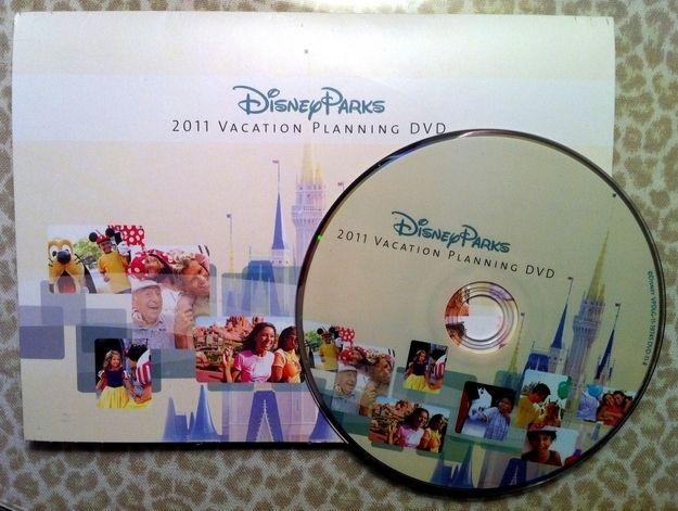 Para ajudá-lo a preparar-se para sua viagem, a Disneylândia enviará gratuitamente um DVD de Planejamento de Férias nos Parques da Disney.