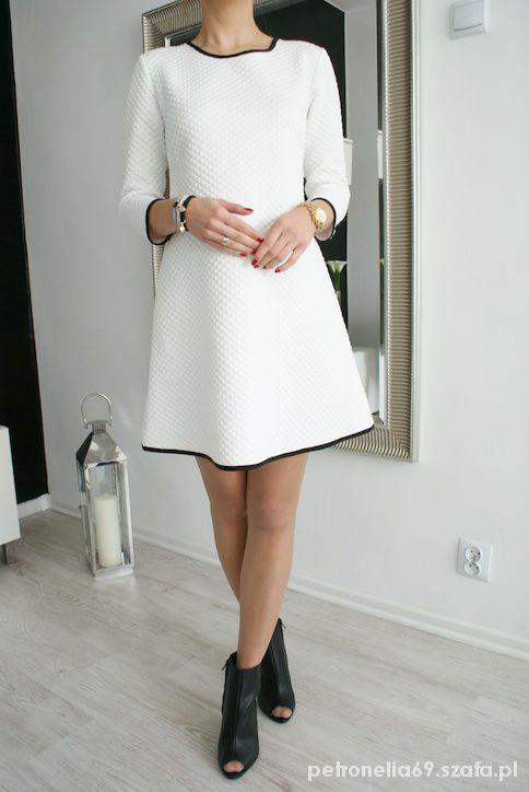426a4264e8 sukienka trapezowa pikowana biała z czarną lamówka
