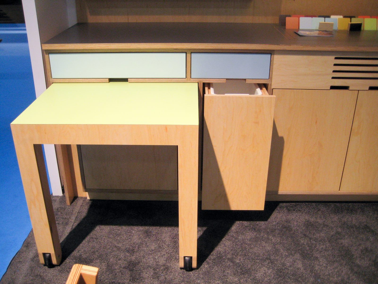 Roll Out Table Integrated Into The Lowers And Single Trash Pullout