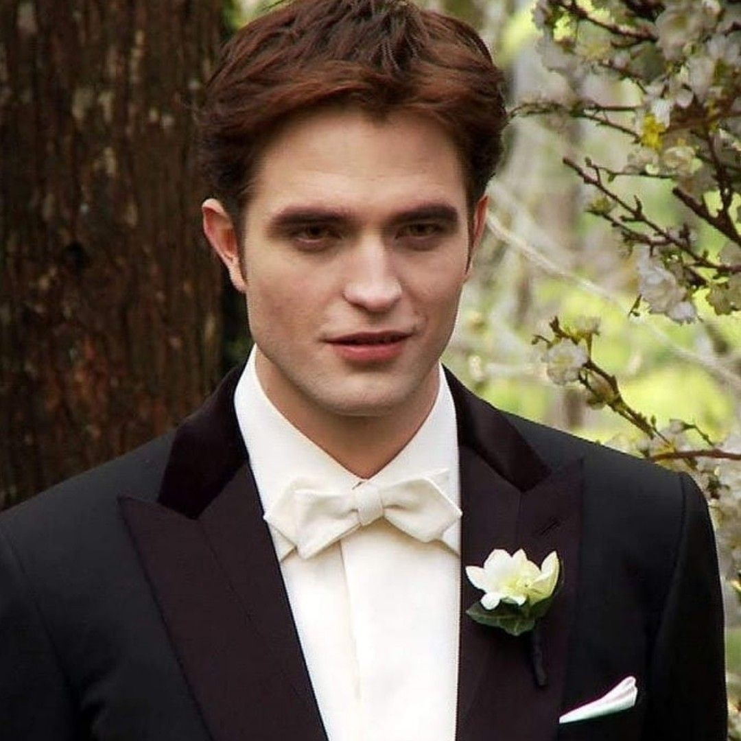 Pin Von Thinkingoftts Auf Edward Cullen In 2020 Robert Pattinson Twilight Twilight Edward Robert Pattinson