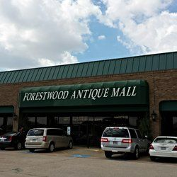 Forestwood Antique Mall - Dallas, TX, United States. The entrance on a busy Saturday afternoon