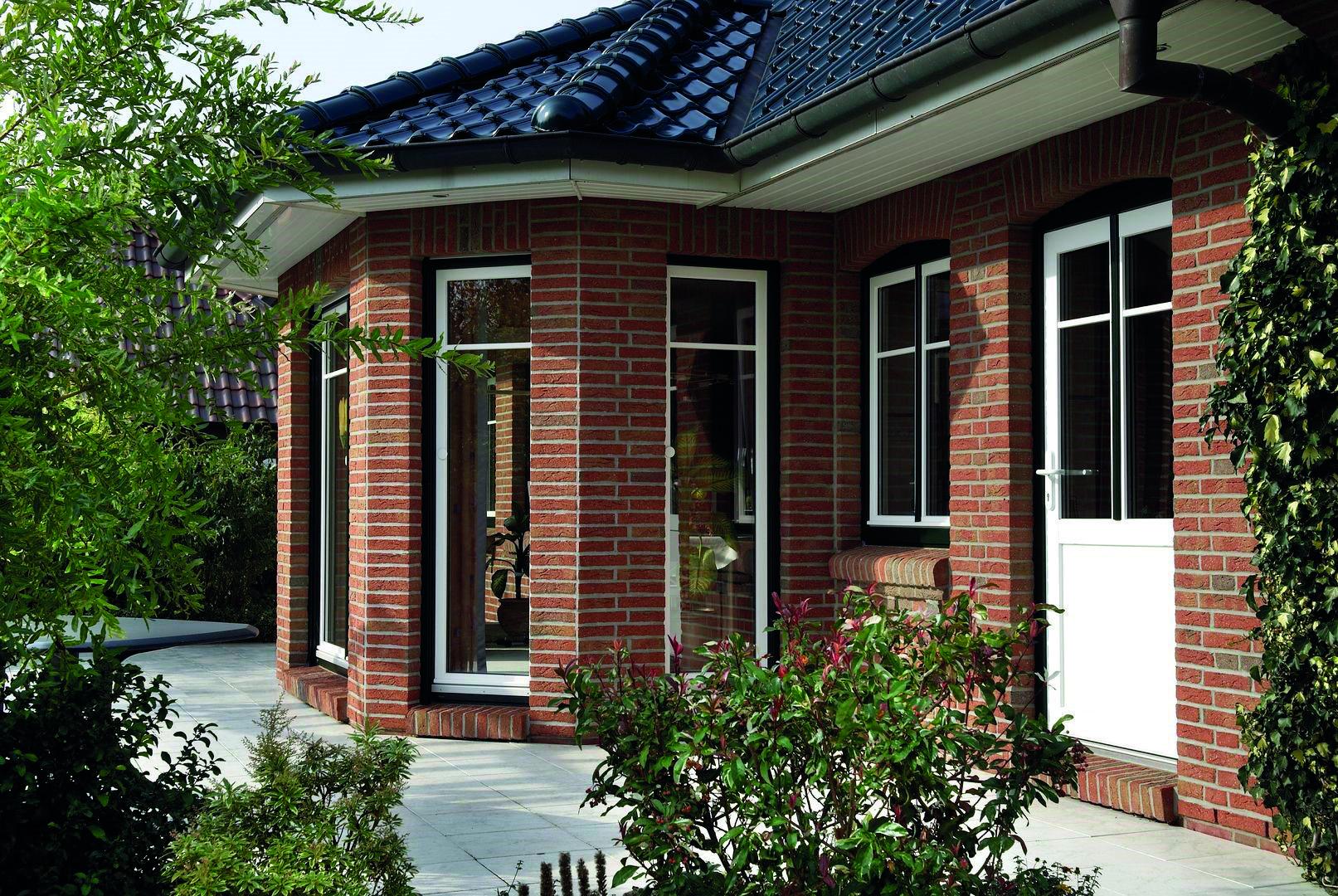 Bodentiefe Fensterelemente, zweifarbig und mit