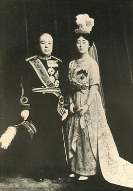 Japanese Imperial family's antique photograph.   Masako of the daughter of Itsuko.   Masako and Korean Crown Prince Yi Un married. Taisyo era. 1920.