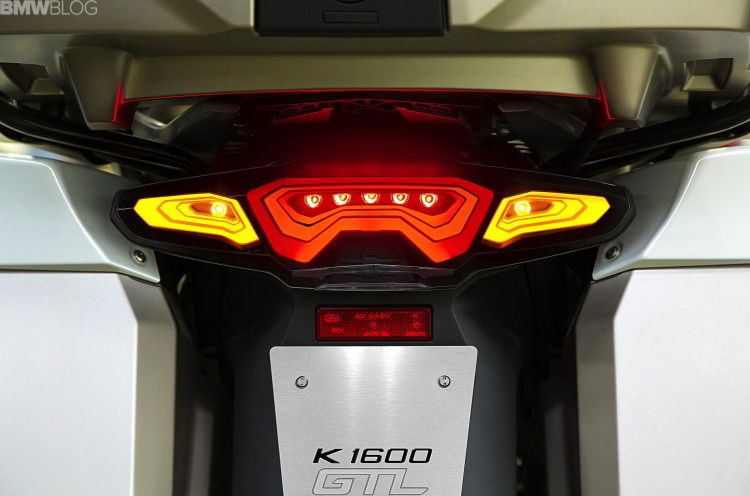 bmw-OLED-taillight-01