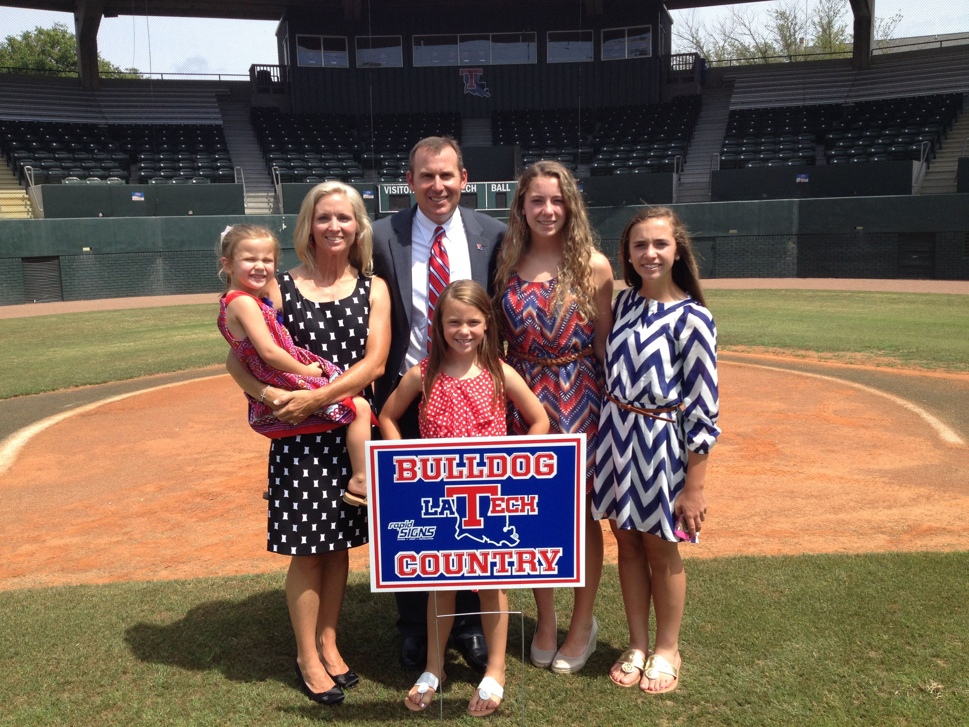 Welcome To Bulldog Country Coach Goff And Family Bulldog Coach Country