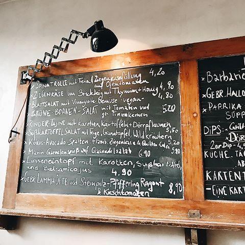 Die Speisekarte Im Meister Gerhard In Der Kolner Sudstadt Immer Wieder Anders Immer Wieder Lecker Art Quotes Chalkboard Quote Art Chalkboard
