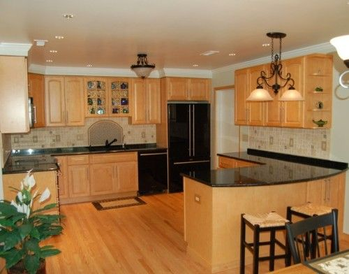 Oak Kitchen Cabinets With Black Accent Color | Wood Kitchen