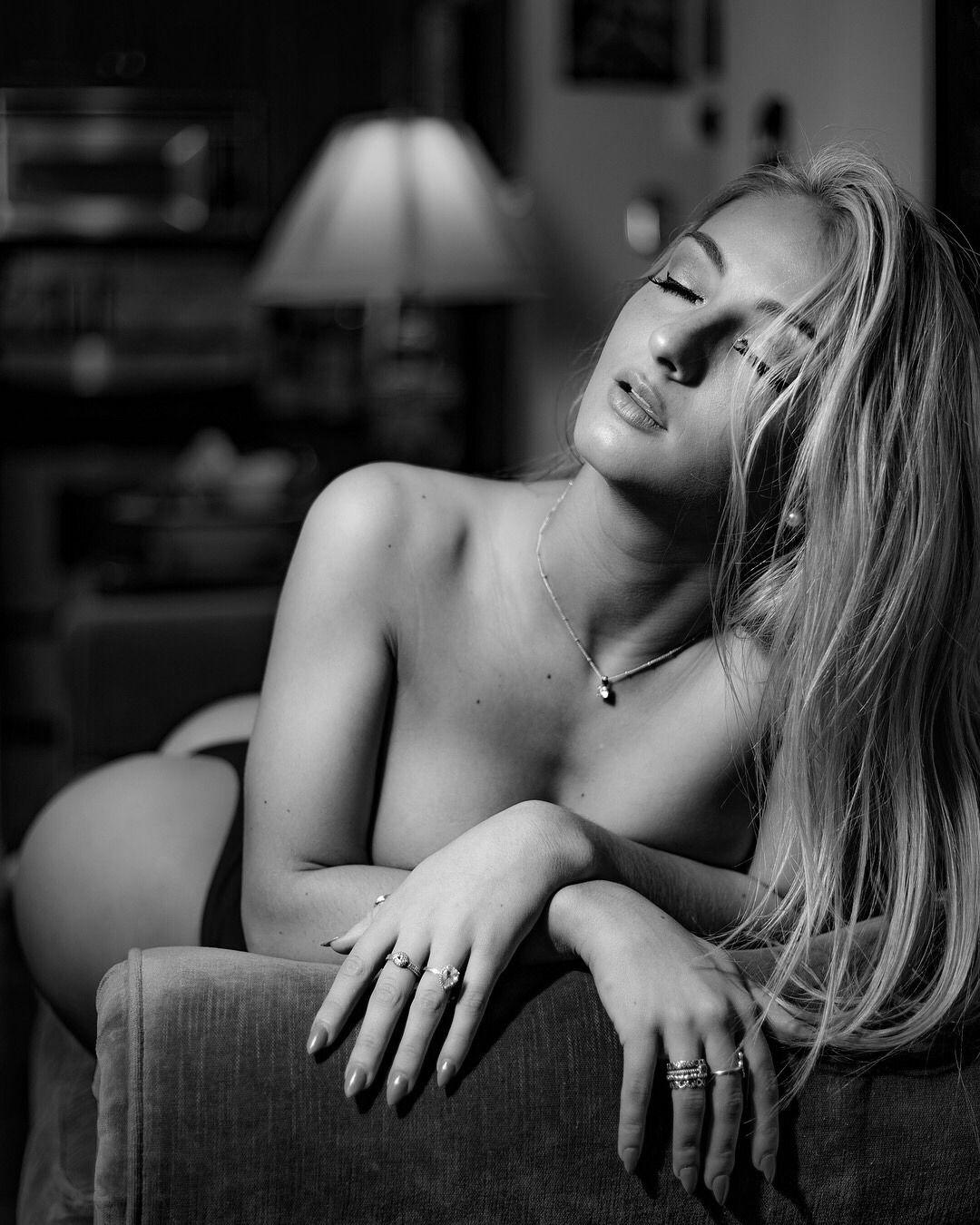 legs Video Kayla Kurnik naked photo 2017