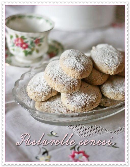 Pastarelle senesi. Carini questi biscotti simili ai ricciarelli. Sembrano semplicissimi da fare e molto profumati.