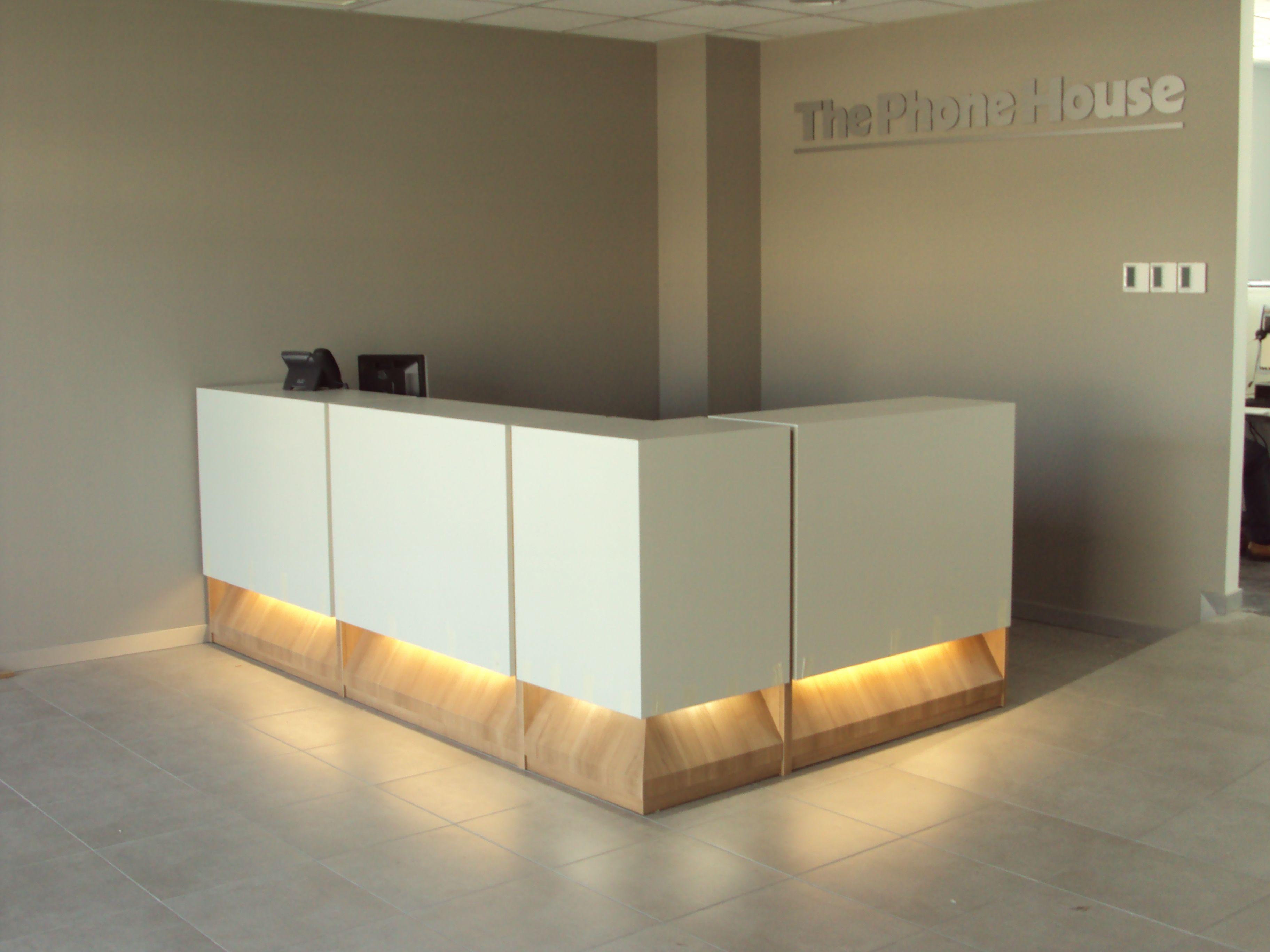 Mostrador Recepcion Buscar Con Google Modern Reception Desk Design Office Interior Design Healthcare Interior Design