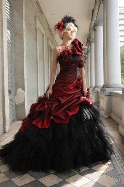 Robe de mariée rouge ou bordeaux … | Robe