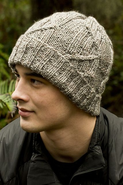 Hombres. Cabled Men s Watch Cap pattern by Tanis Gray  FreePattern Boinas d2f56853c1f