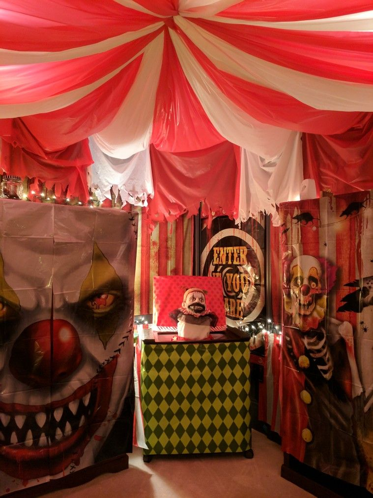 Scary Clown Circus Tent Room Use Store Bought Door Wall Coverings To Cover The Walls Use Halloween Circus Halloween Party Themes Scary Halloween Decorations