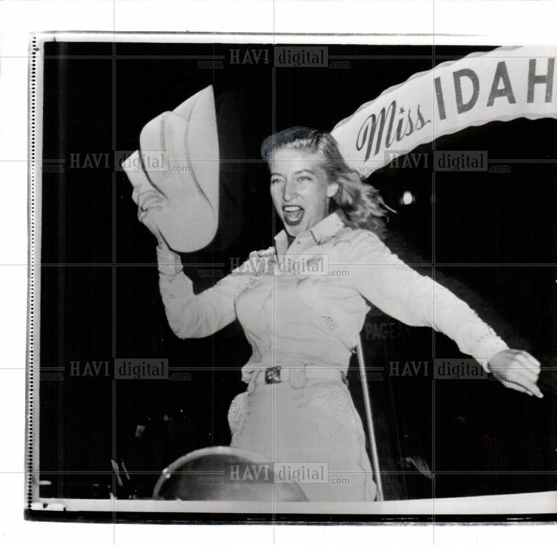 1955 Press Photo Of Miss America Pageant In Atlantic City Text On Photo Yippee Idaho S Entrant In The Miss Amer Miss America Pageant Girls Press Photo