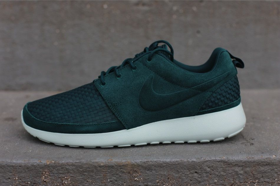 Nike Roshe Run Woven 'Dark Atomic Green' The Nike Roshe Run adopts a new  woven underlay with our first look at the new Nike Roshe Run Woven.