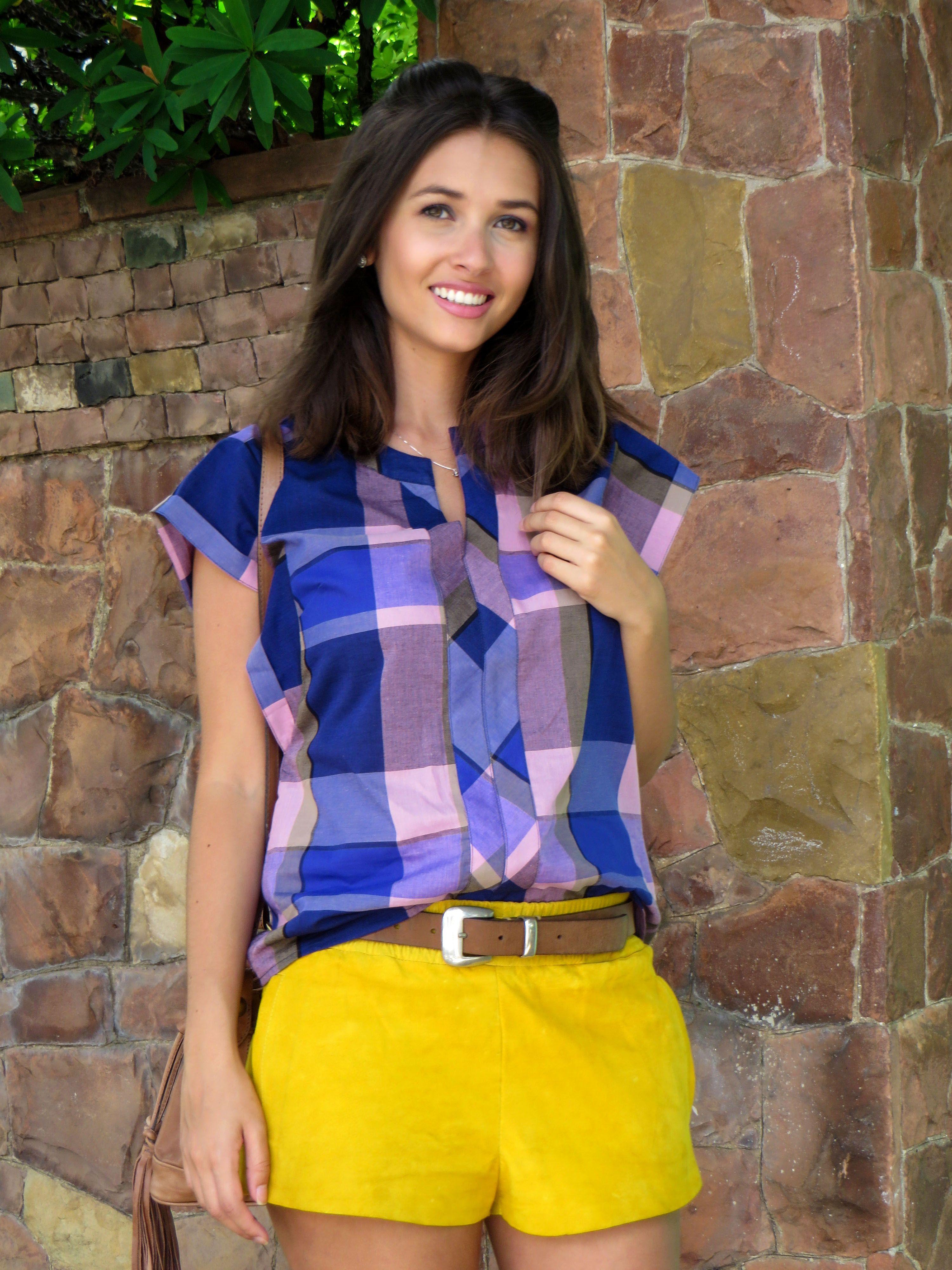 38ba76bbb Blouse plaid in shades of purple with yellow shorts - Blusa xadrez em tons  de roxo usado com um shorts amarelo