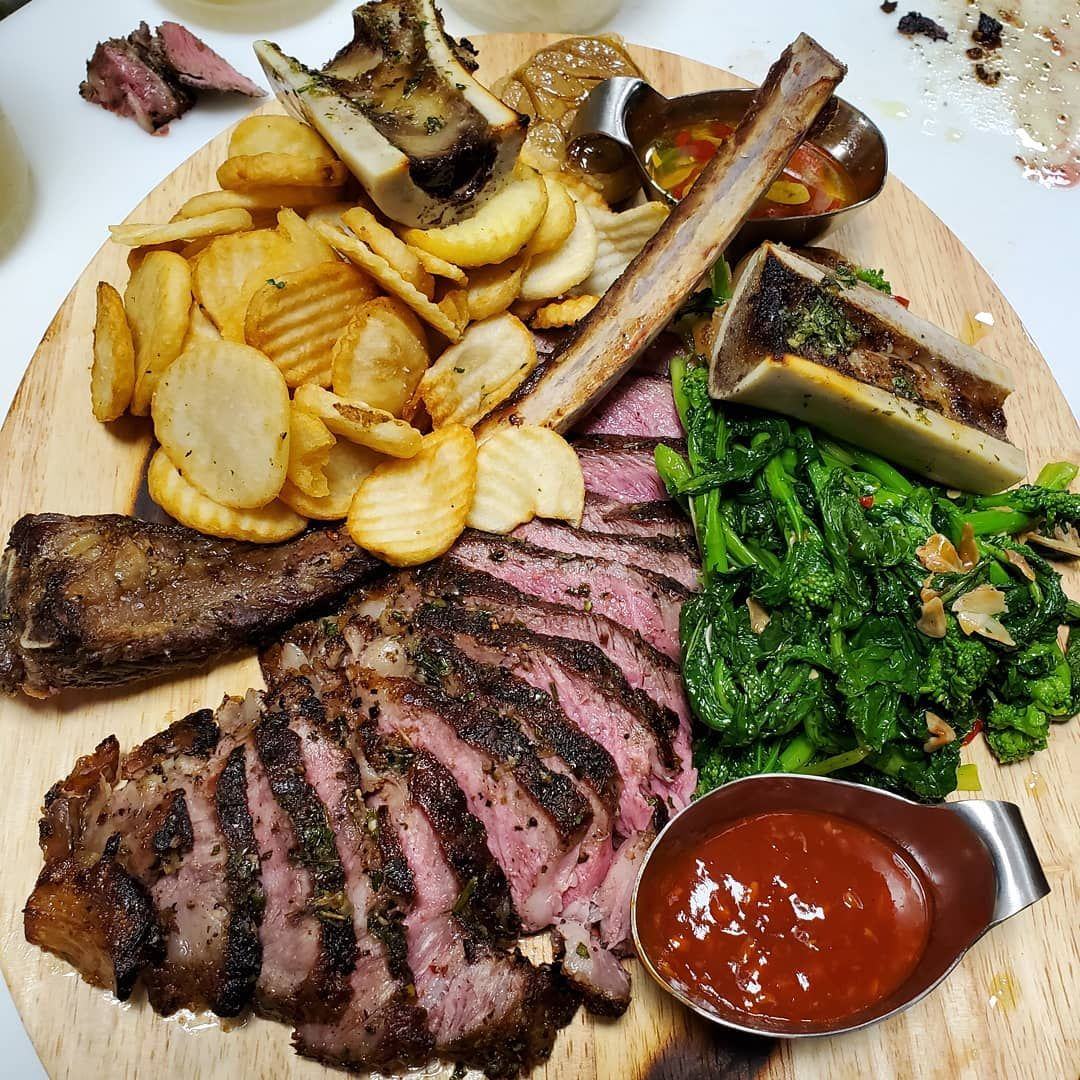 Tomahawk steak cooked to perfection • Medium please •... #tomahawksteak #tomahawkribeye 👀⛽️🙏🏾🔥 #bistro #foodstarz #foodstagram #steakhouse #chef #cheflife #followforfollow #chefsofinstagram #chefsofig #foodporn&nb