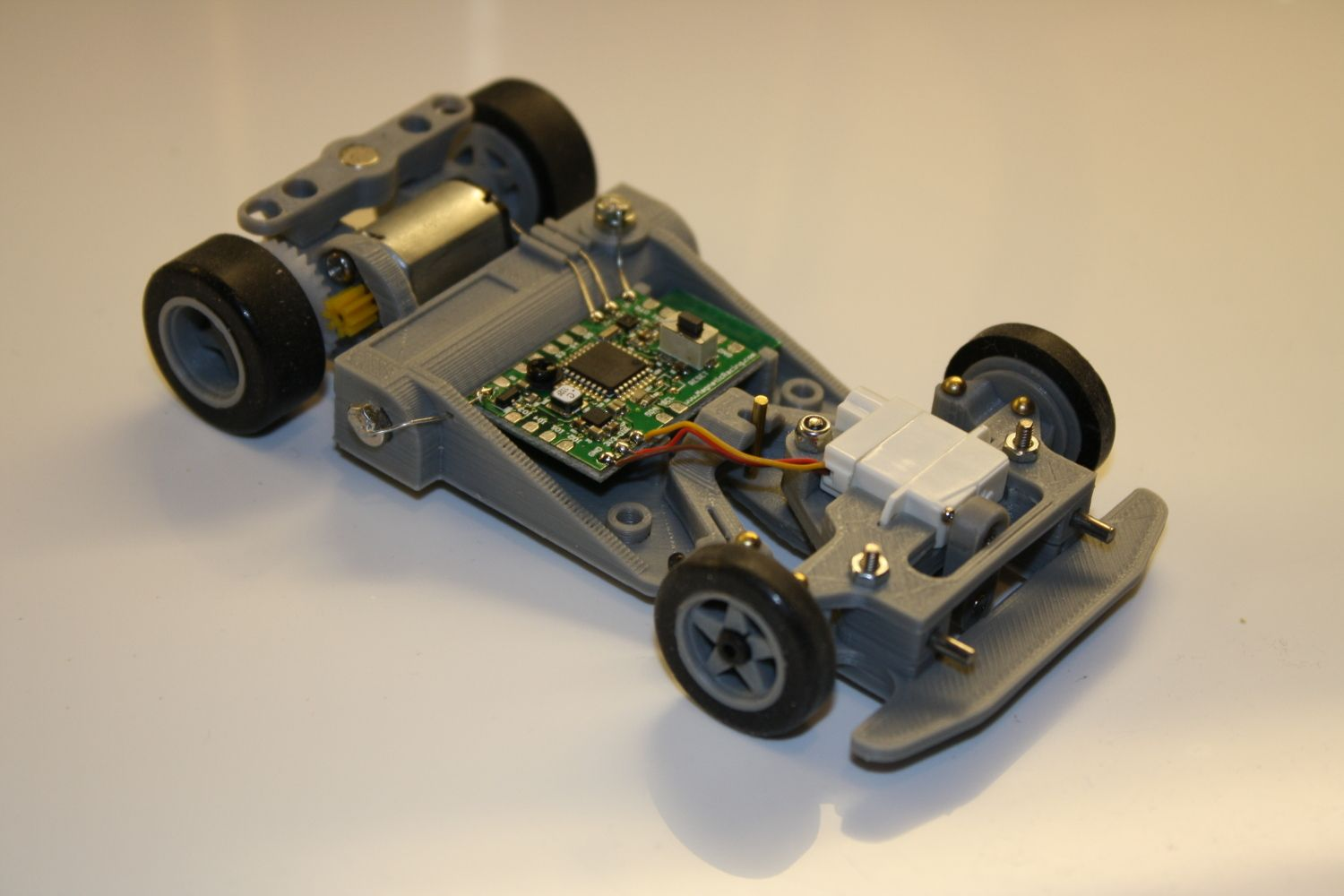 racing's new 2.4ghz 1/32 scale chassis Healthy