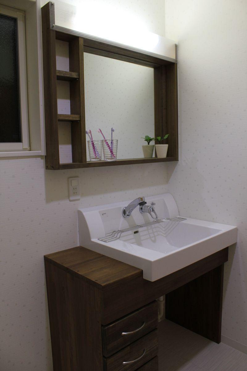 造り付けの洗面台 シンプルで味のある洗面台に仕上がりました
