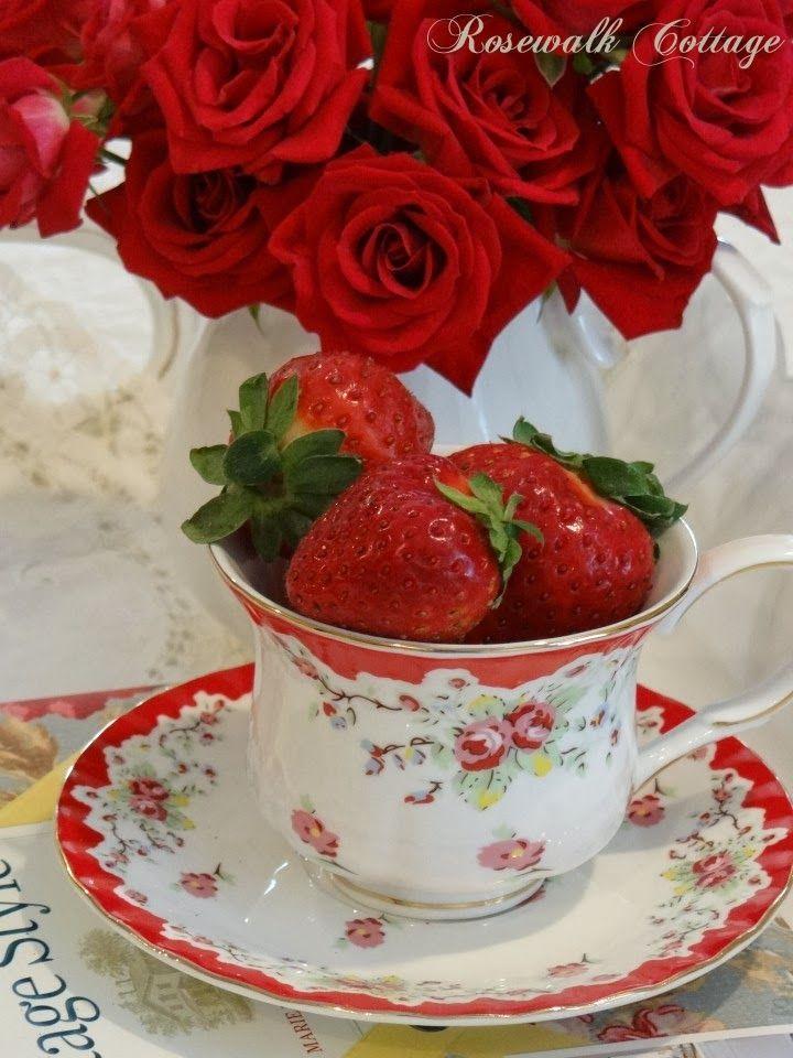 Rosewalk Cottage: Shabby Chic Red Vintage Roses
