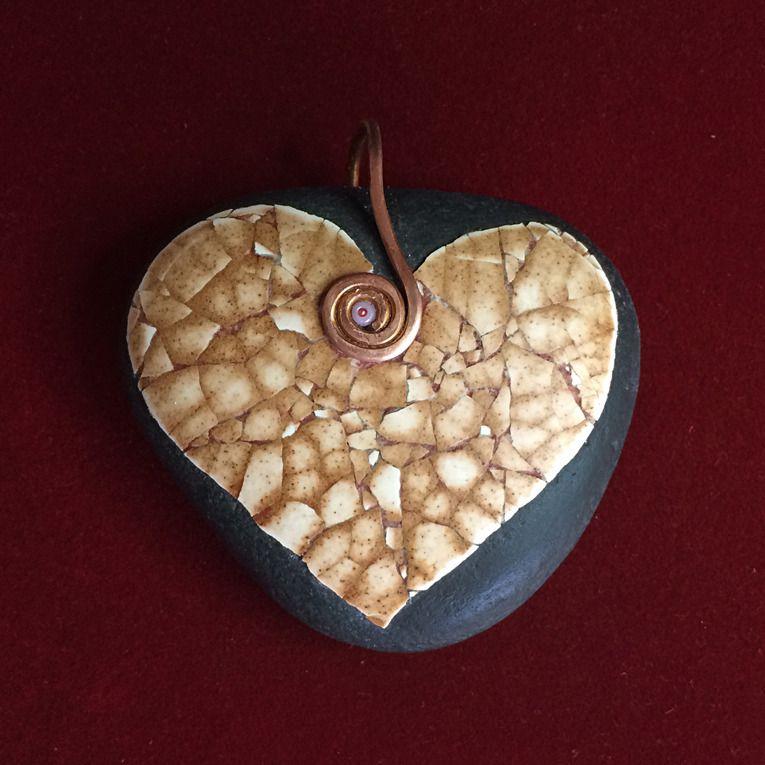 Galet peint salat garonne grand pendentif coeur by for Gros galet decoratif