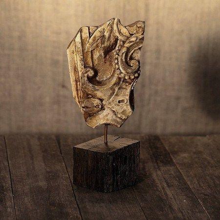 Sculptură delicată în gips – reprezentare a unei flori stilizate, o lucrare perfectă pentru decorarea camerei în stil minimalist – modern sau eclectic, Florin Constantinescu