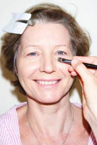 Applying concealer 201x300 Think Pink On trend makeup for